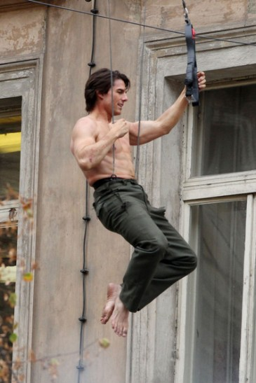 Tom+Cruise+shirtless+Tom+Cruise+performs+own+YEALNYWkNThl