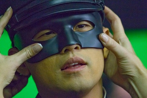 """""""The Green Hornet"""" Jay Chou's mask is adjusted, December 1, 2009"""
