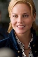 M 429rv2 Abbie Cornish stars in Relativity Media's LIMITLESS.
