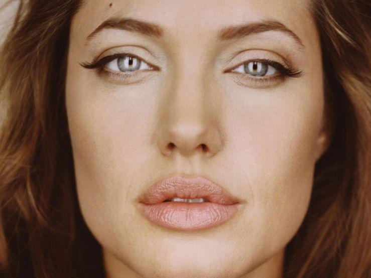 Angelina-Jolie-113