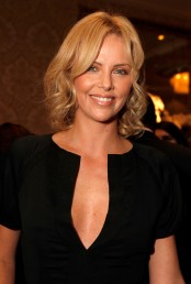 12968_Charlize_Theron9_122_356lo