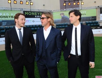 Brad-Pitt-At-the-Moneyball-Premiere-in-Oakland-California-3-1024x787