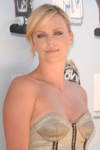 Charlize_Theron_charlize-theron-2008-mtv-movie-awards-05
