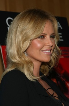 Charlize_Theron_charlize-theron-battle-in-seattle-special-screening-in-los-angeles-08
