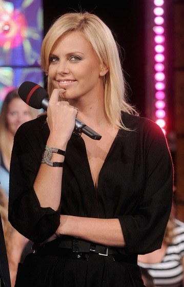 Charlize_Theron_charlize-theron-mtvs-total-request-live-07