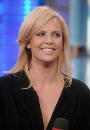 Charlize_Theron_charlize-theron-mtvs-total-request-live-14