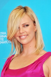 Charlize_Theron_charlize-theron-the-burning-plain-photocall-in-venice-07