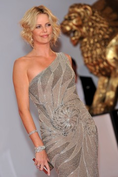 Charlize_Theron_charlize-theron-the-burning-plain-premiere-in-venice-04