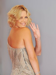 Charlize_Theron_charlize-theron-the-burning-plain-premiere-in-venice-14
