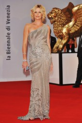 Charlize_Theron_charlize-theron-the-burning-plain-premiere-in-venice-15