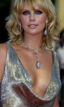 """SOUTH AFRICAN ACTRESS CHARLIZE THERON ARRIVES AT THE SCREENING OF HER FILM """"ITALIAN JOB"""" AT THE 29TH AMERICAN FILM FESTIVAL"""