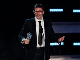 Michel Hazanavicius accepts an award