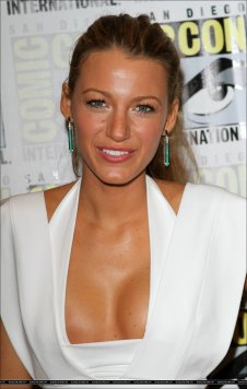 Blake-Green-Lantern-Panel-Comic-Con-2010-blake-lively-14172019-1147-1800