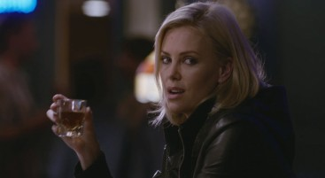 charlize-theron-as-mavis-gary-in-young-adult