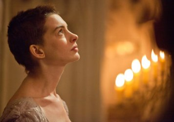 watch-anne-hathaway-dreams-a-dream-in-first-trailer-for-les-miserables