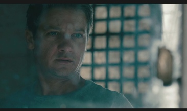 jeremy-renner-rifle-the-bourne-legacy-mirror
