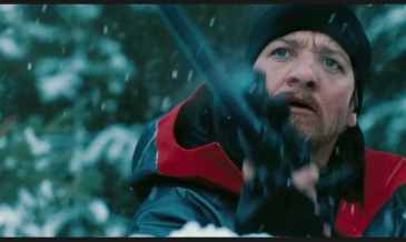 jeremy-renner-rifle-the-bourne-legacy