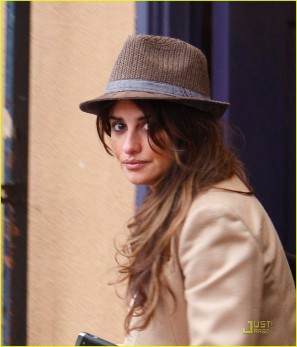 *EXCLUSIVE* Penelope Cruz : Shopping For Two!