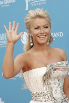 32301_JulianneHougharrivesatthe45thAnnualAcademyofCountryMusicAwards_02_122_788lo