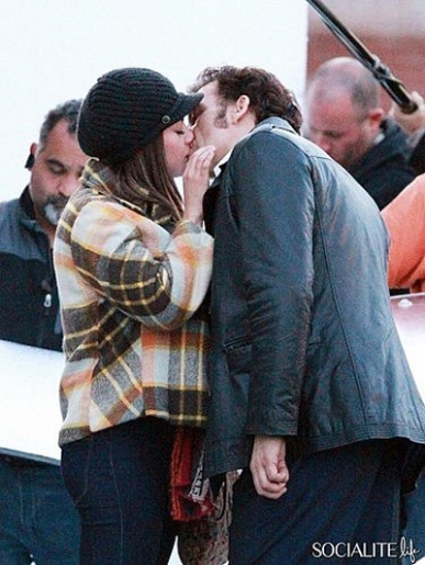 mila-kunis-clive-owen-blood-ties-kiss