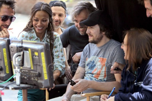 zoe-saldana-guillaume-canet-blood-ties-set