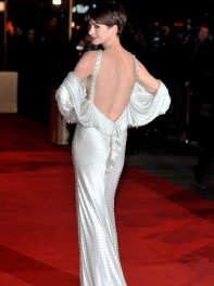 anne-hathaway-at-the-les-miserables-world-premiere-in-london-06