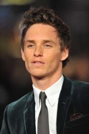 Eddie-Redmayne-Velour-Suit-World-Premiere-Les-Miserables-London-England-12052012-1