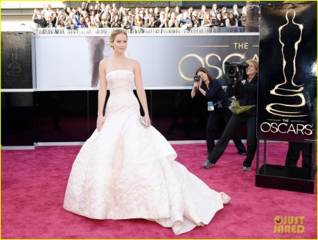 jennifer-lawrence-oscars-2013-red-carpet-03