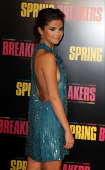 Selena-Gomez-at-Spring-Breakers-premiere-in-Paris-26