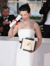 juliette_binoche_cannes_award