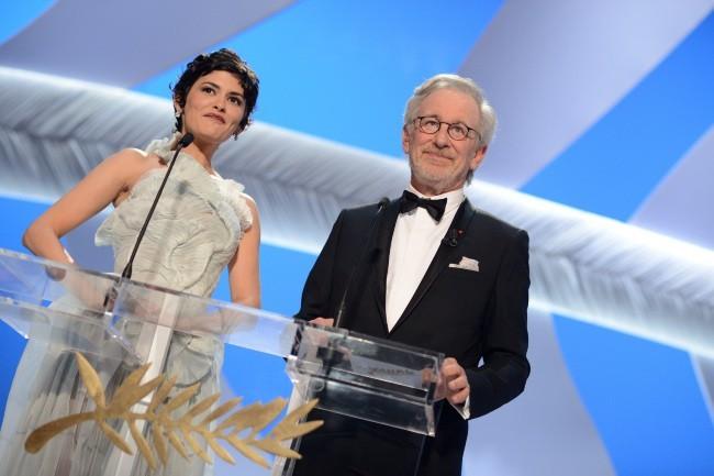 Audrey-Tautou-et-Steven-Spielberg-le-15-mai-2013-a-Cannes_portrait_w674