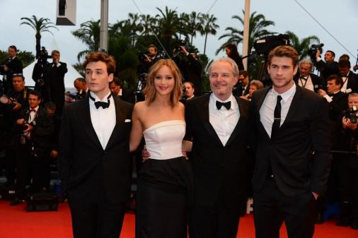 jennifer-lawrence-liam-hemsworth-cannes-2013_519894984f61f