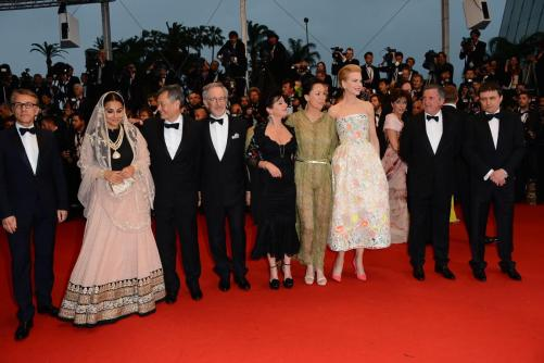le-jury-sur-le-red-carpet_5194ca7e45111