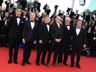 Matt-Damon-Michael-Douglas-Steven-Soderbergh-a-Cannes-2013-montent-les-Marches-du-Palais-des-Festival-pour-Ma-vie-avec-Liberace-le-21-mai-2013