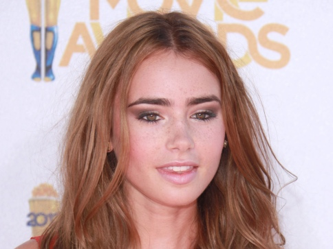 Lily-Collins-015