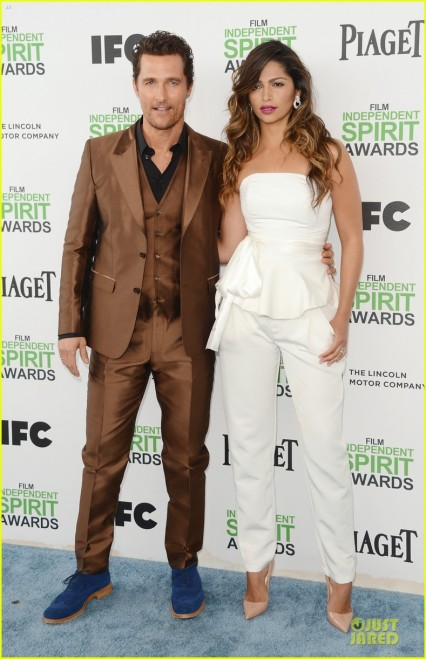 matthew-mcconaughey-sports-flashy-brown-suit-at-independent-spirit-awards-with-camila-alves-01
