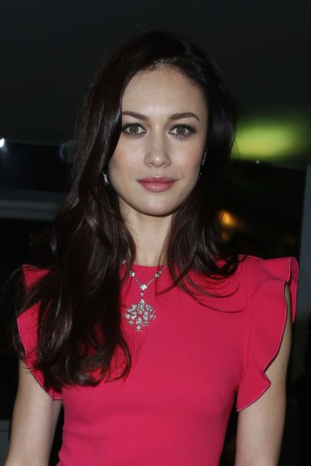 olga-kurylenko-pavillon-d-armenonville-in-paris-january-2014_1
