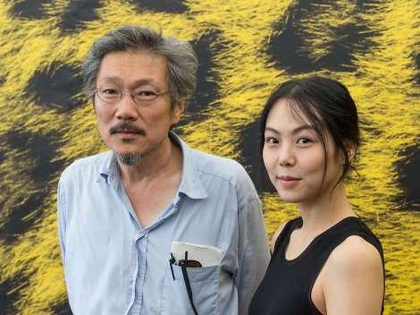 Regisseur-Hong-Sangsoo-und-Darstellerin-Kim-Min-hee-deren-Film-Right-Now-Wrong-Then-den-Goldenen-Leoparden-2015-erhaelt-Handout-