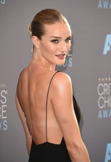 2016-Critics-Choice-Awards-Rosie-Back-1024x1497