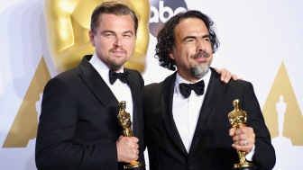 HOLLYWOOD, CA - FEBRUARY 28: Actor Leonardo DiCaprio, winner of the award for Best Actor in a Leading Role for 'The Revenant,' (L) and director Alejandro Gonzalez Inarritu, winner of the Best Director award for 'The Revenant,' pose in the press room during the 88th Annual Academy Awards at Loews Hollywood Hotel on February 28, 2016 in Hollywood, California. (Photo by Jeff Kravitz/FilmMagic)