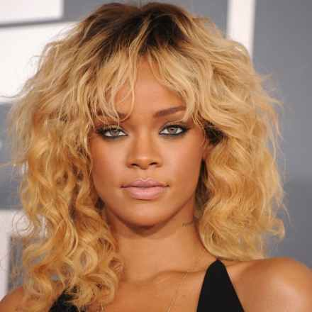 Rihanna-Grammys-2012
