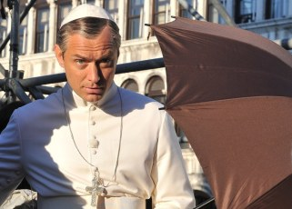 jude-law-the-young-pope-1