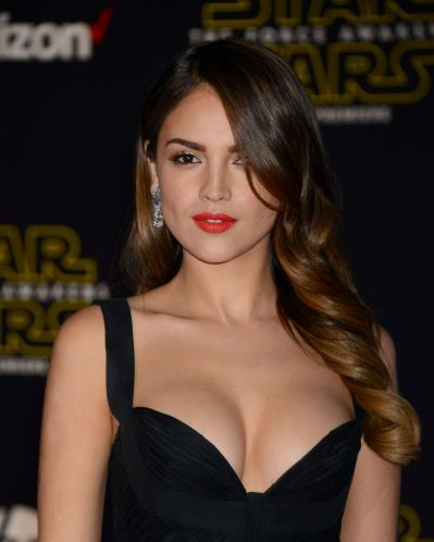 eiza-gonzalez-star-wars-the-force-awakens-premiere-in-hollywood_2