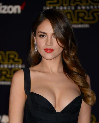 eiza-gonzalez-star-wars-the-force-awakens-premiere-in-hollywood_2