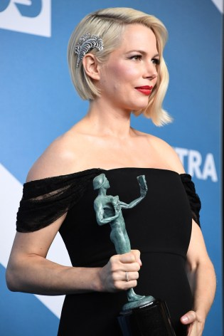 Michelle-Williams-in-Forevermark-Diamonds-at-the-2020-SAG-Awards