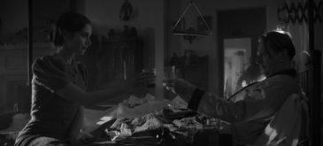 mank-lily-collins-gary-oldman-david-fincher-netflix-movie-900x409